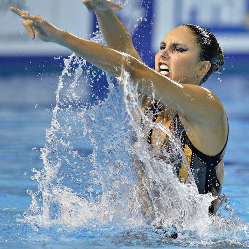 nageuse synchronisee sortie de l'eau