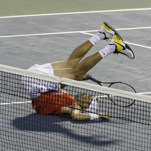 Denis shapovalov tombe à la renverse