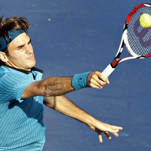 Roger federer frappe la balle