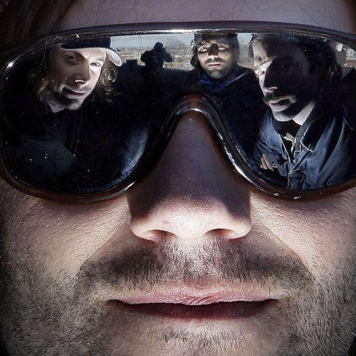 reflet du groupe malajube dans des lunettes
