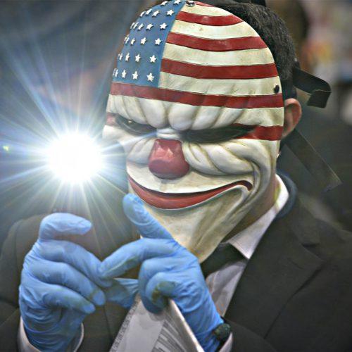 un homme avec un masque du jeu payday