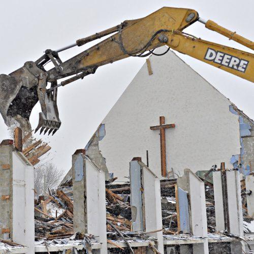 photo de l'église maria-gorettidétruite par une pelle mécanique
