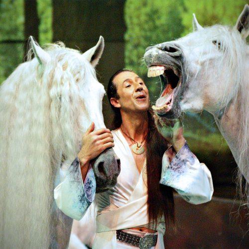 frédiric Pignon en prestation dans le spectacle Cavalia avec ses chevaux étalon et le célèbre cheval Templado