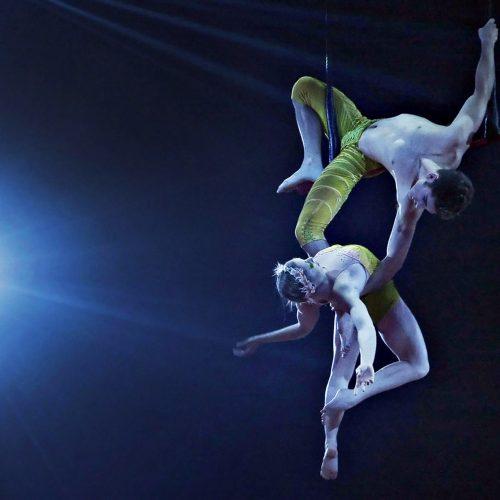spectacle du cirque du soleil, duo d'acrobates