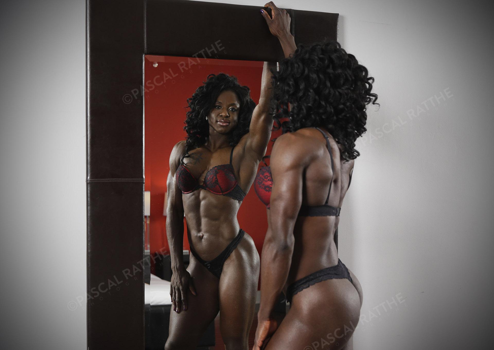 photoshoot scéance photo d'une femme noir sexy et en forme Luchida Michel