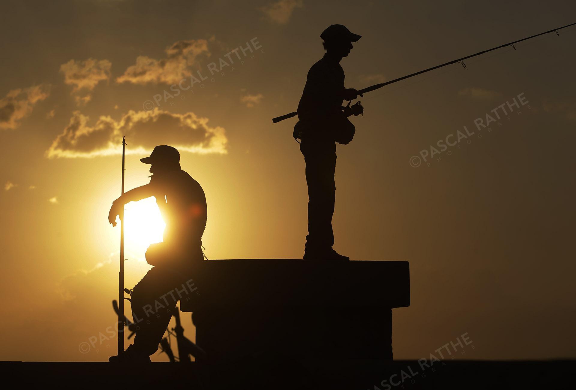 couché de soleil à la havane, Cuba avec des pêcheurs