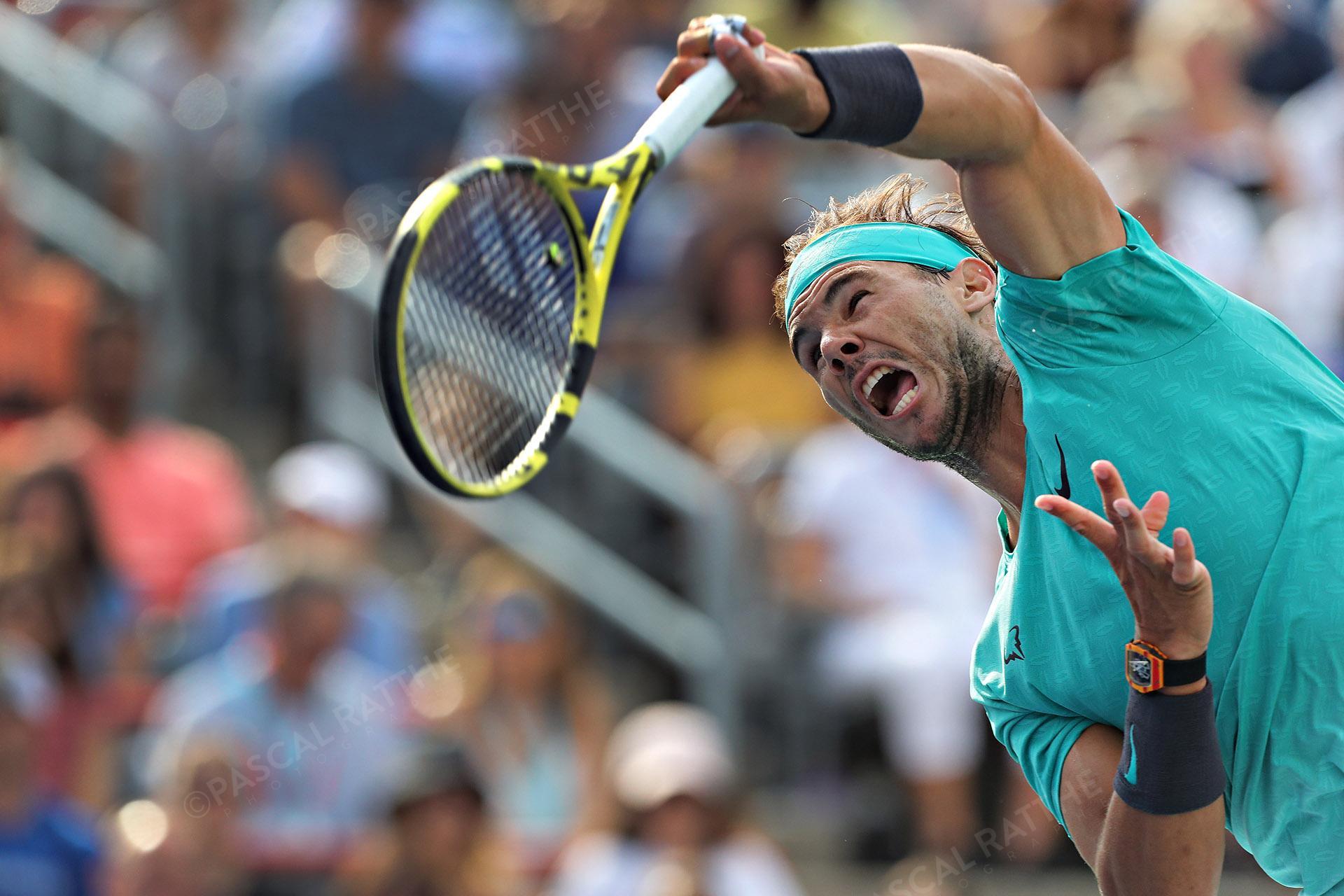 un service de Rafael Nadal est un joueur de tennis espagnol à la coupe rogers 2019
