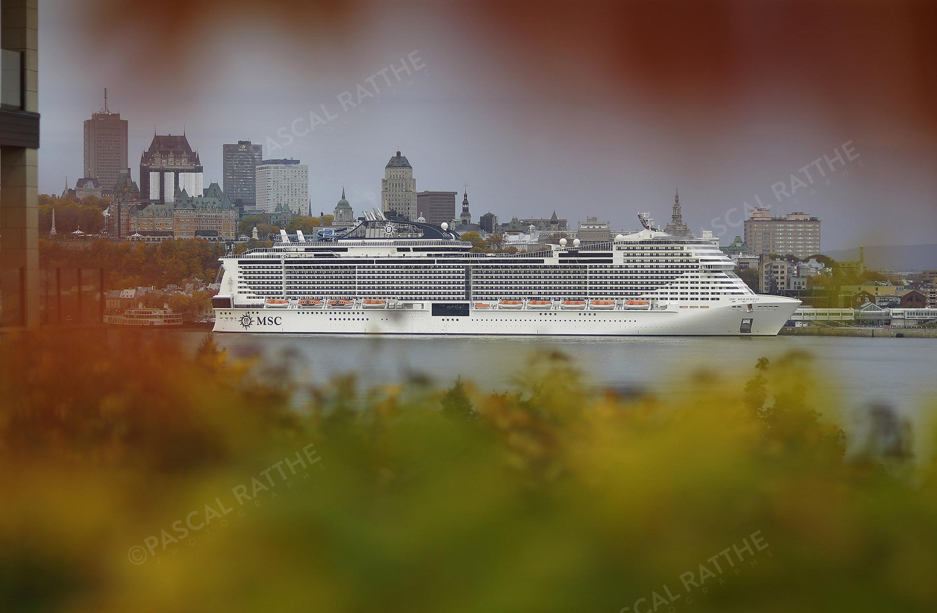 bateau de croisière MSC sur les rives du fleuve St-Laurent à Québec