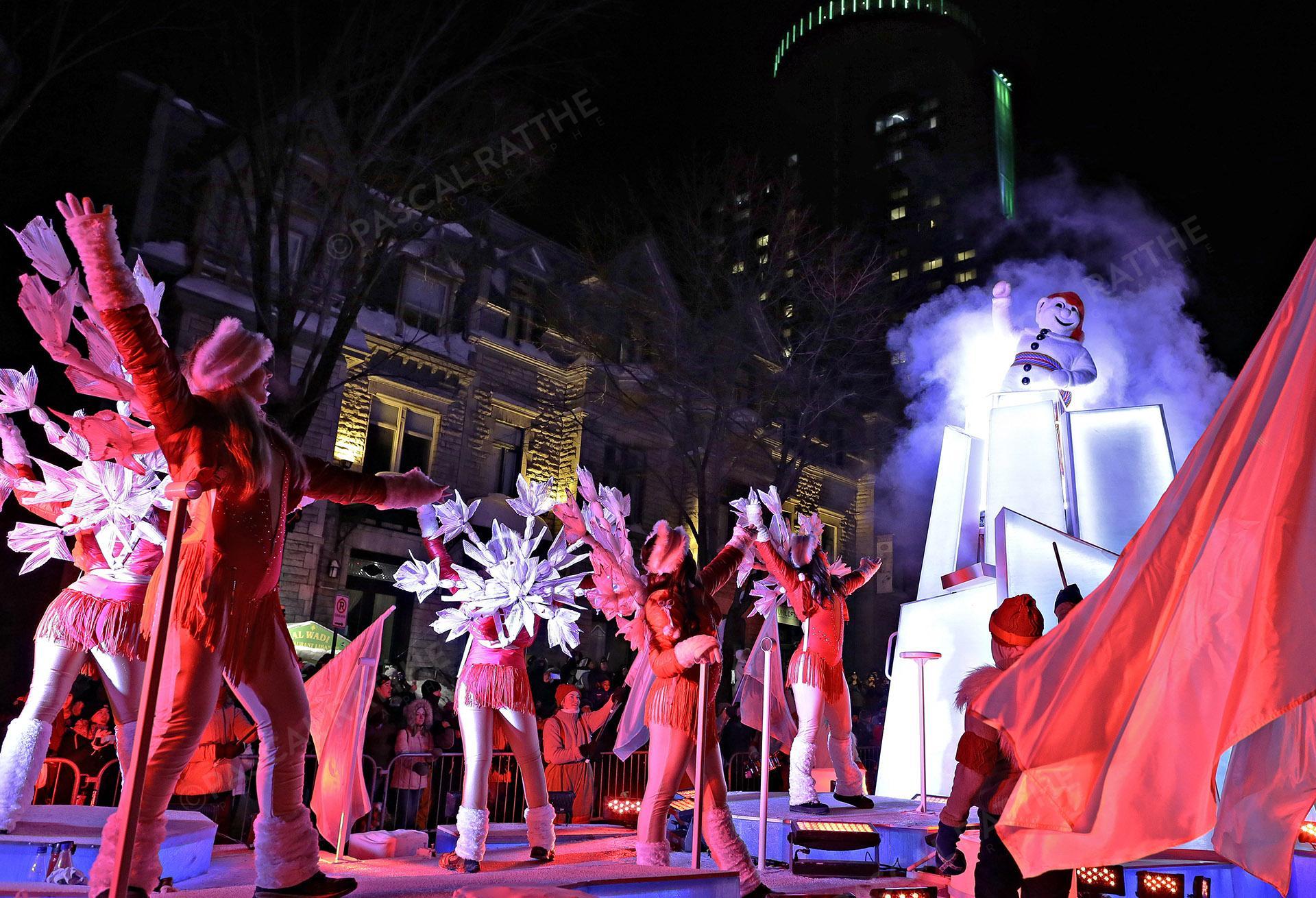 le défilé du Carnaval 2020 à Québec avec bonhomme Carnaval